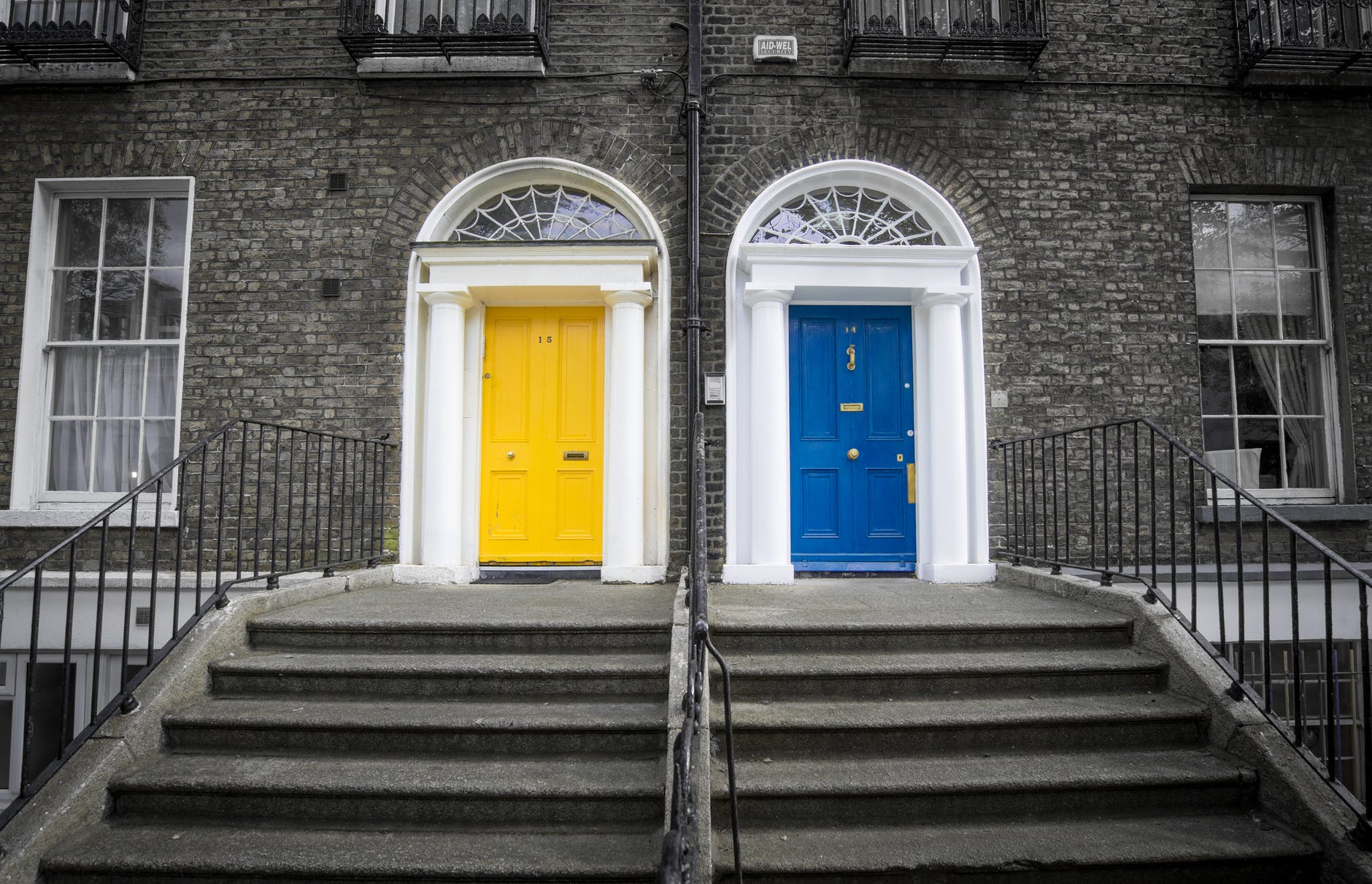 What your Front Door Colour says about you?